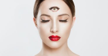 The Difference Between a Psychic and a Medium - The Psychic School